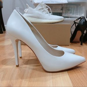 Michael Michael Kors White Leather Pumps Size 6.5
